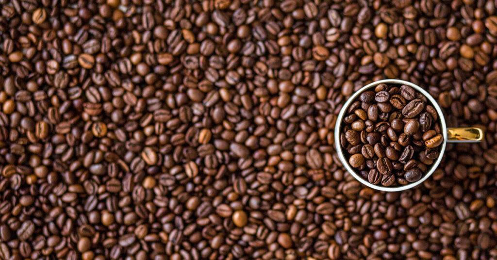 Medir cantidades con tazas de café
