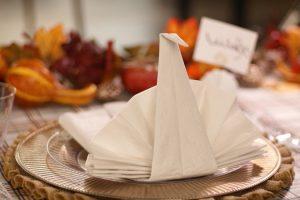 Tutorial: Wie man Papier- und Stoffservietten faltet + 30 Faltungen