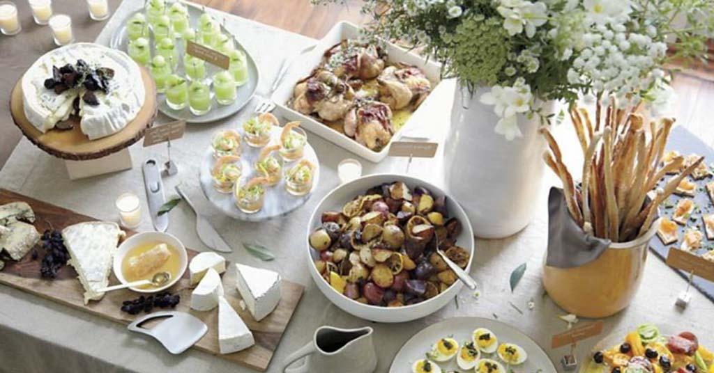 Buffet-Tisch dekorieren