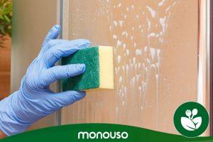 Wie man die Duschwand mit Tricks reinigt, damit sie wie neu aussieht